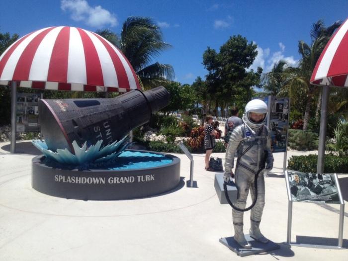 space-astronaut-beach.jpg